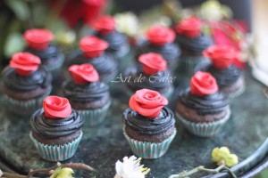 red roses mini cupcakes